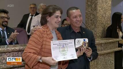 TV Grande Rio recebe medalha de honra por Copa TV Grande Rio de Futsal