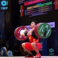 Shi Zhiyong bate os próprios recordes no Mundial de Levantamento de Peso da Tailândia