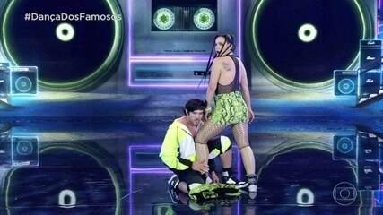 Regiane Alves dança funk com Reginaldo Sama