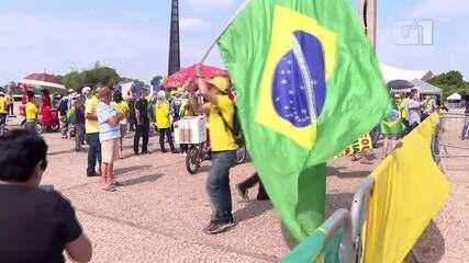 Manifestantes fazem ato pela criação da CPI da Lava Toga, em frente ao STF