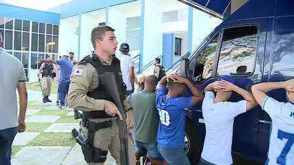 Polícia Militar contém invasão de torcedores na Toca da Raposa durante treino do Cruzeiro
