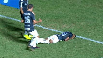 Gol do Santos! Taílson recebe, bate cruzado e marca um bonito gol aos 4 do 2º tempo