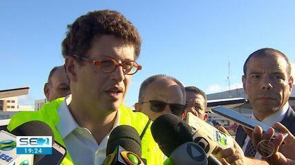 Ministro do Meio Ambiente diz que cerca de 100 toneladas de óleo já foram recolhidas no NE
