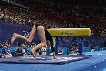 Mesa mais baixa atrapalha ginastas em Sydney 2000