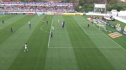 Ytalo marca no rebote do goleiro, mas bandeira erra e anula o gol, aos 20' do 2ºT
