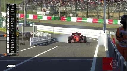 Vettel vai para os boxes e quase ultrapassa o limite de velocidade