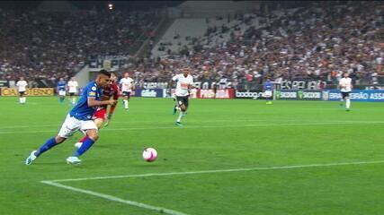 Cruzeiro vence Corinthians em São Paulo, de virada, e dorme fora da zona de rebaixamento