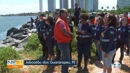 Prefeituras fazem trabalho para prevenir avanço de óleo nas praias