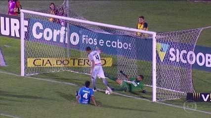 Zagueiro do Operário salva próprio gol em lance inacreditável na Série B