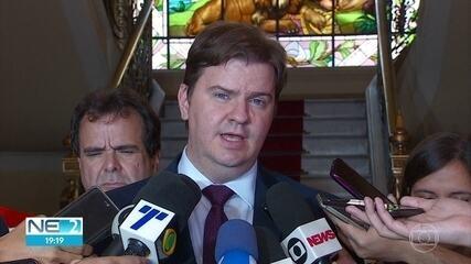 Ministro fala sobre liberação de recursos para ações sobre óleo nas praias