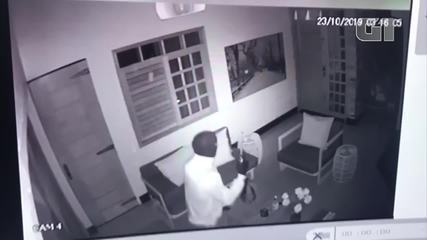 Vídeo mostra bandidos dentro de casa em tentativa de arrastão em Mossoró