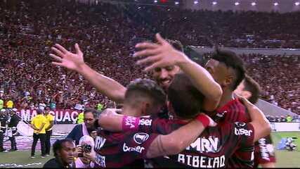 Gol do Flamengo! Arrascaeta cruza bem e Pablo Marí desvia para marcar, aos 21' do 2º tempo