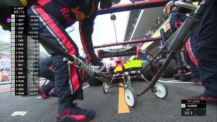 Albon para nos boxes e coloca pneus duros em apenas 1,9 segundo