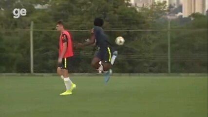 Altinha, gols e lambreta: veja imagens de Talles Magno no treino do Brasil sub-17