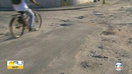 Moradores de Realengo denunciam péssimas condições do asfalto