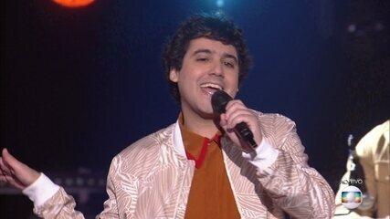 George Sauma canta 'Flash/Boa Noite'