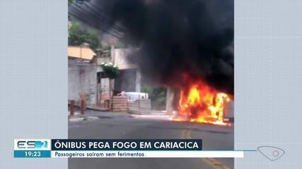 Ônibus do Transcol pega fogo em Cariacica, ES