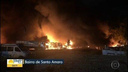 Incêndio atinge depósito de veículos em Santo Amaro, no Centro do Recife