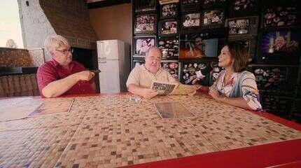 Cris Ikeda conhece um verdadeiro museu da televisão brasileira