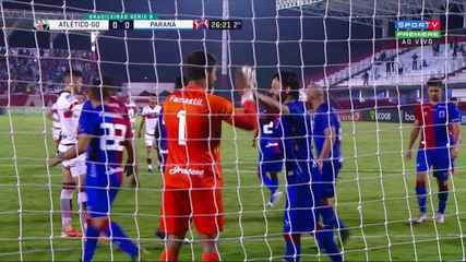 Defendeu! Pedro Raul cobra pênalti, e Alisson vai no canto e salva o Paraná, aos 26 do 2º
