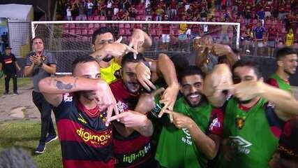 Gol do Sport! Guilherme, o artilheiro, chuta duas vezes para marcar o gol que devolve o Sport a Série A, aos 46' do 2ºT