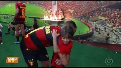 Guilherme marca dois gols, garante acesso do Sport e ganha carta de fã mirim