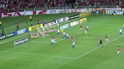 Guerrero marcou os dois gols do empate do Inter com o Fortaleza