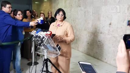 Ministra Damares convoca coletiva e fica calada