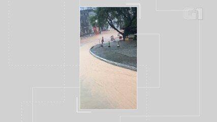 Entrada do bairro de Santa Mônica é invadida por água da chuva