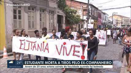 Grupo protesta contra morte de estudante atacada por ex-namorado em Cachoeira