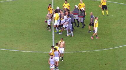 Pará é expulso durante confusão no final da partida com os jogadores do Santos