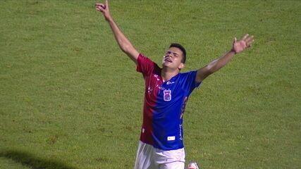 Gol do Paraná! Bruno Rodrigues cabeceia forte e empata, aos 43' do 2º tempo