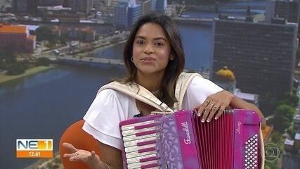 Cantora Lucy Alves se apresenta em cantata natalina no Marco Zero, no Recife