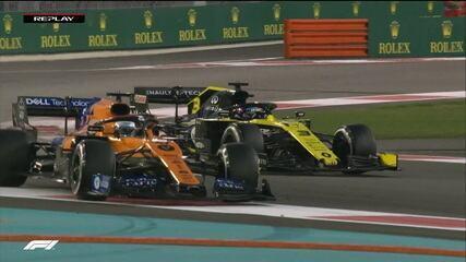 Sainz tenta passar Ricciardo, mas corta caminho e terá que devolver 14ª colocação
