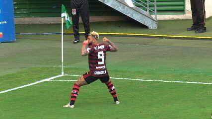 Gol do Flamengo! Vitor Hugo erra saída de bola, Gerson rouba e a bola sobra para o Gabigol, aos 0 do 2º tempo