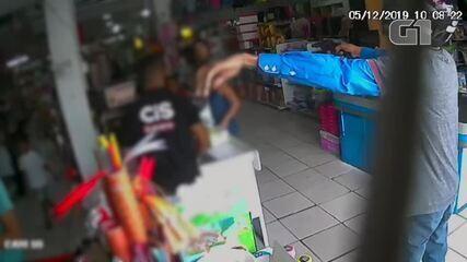 Vídeo mostra ação de assaltante em comércio na Zona Sudeste