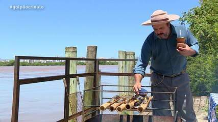 Cozinha de Galpão: aprenda a preparar uma tainha assada na taquara