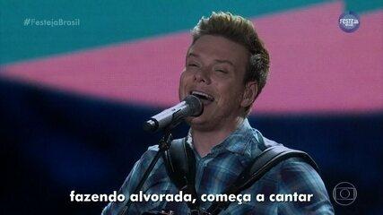 "Michel Teló canta ""Saudade da Minha Terra"""