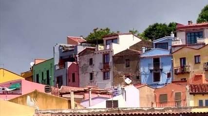 Cidade italiana Bosa encanta pela riqueza histórica e pelo colorido das casas