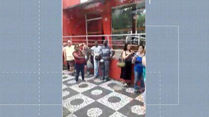 Pacientes registram fila para atendimento na farmácia de alto custo de Mogi
