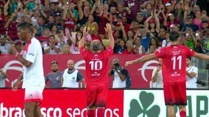 Confira os três gols marcados por Zico no Maracanã e a música que o camisa 10 pediu no Fantástico