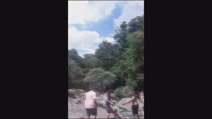 Vídeo mostra família antes de ser atingida por cabeça d'água em cachoeira de Guapé