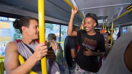 Gshow: MCs Tiago Lins e Matheus MMAP fazem rap improvisado no 'Mapas Urbanos'