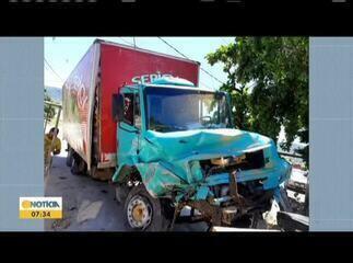 Família com cinco pessoas morre em acidente na BR 116, perto de Itaobim
