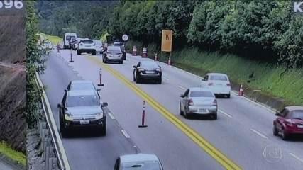 Rodovia em São Paulo usa câmeras de vigilância para multar motoristas.