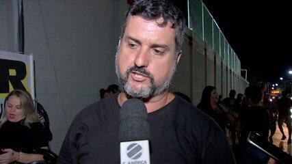 Redação mostra os protestos contra a contratação do goleiro Bruno