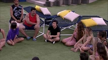 Felipe e Pyong contam para brother o que fazem da vida