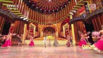 China comemora Ano Novo lunar com dança e lutas marciais sincronizadas