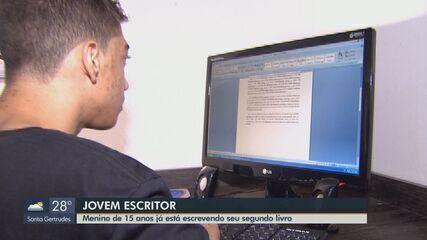 Menino de 15 anos escreve segundo livro em Araras