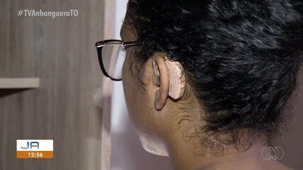 Pacientes recebem aparelhos auditivos quebrados no Centro de Reabilitação do Estado